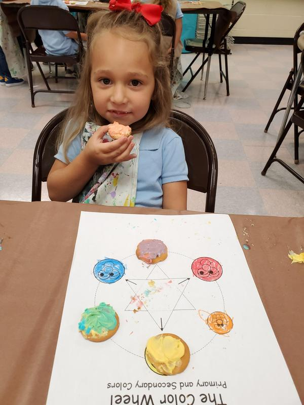 Daly's PRE-K Artists make Edible Colorwheels (6).jpg