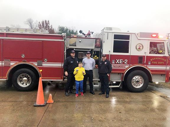 Marvin Elementary students pose with firefighters and firetruck