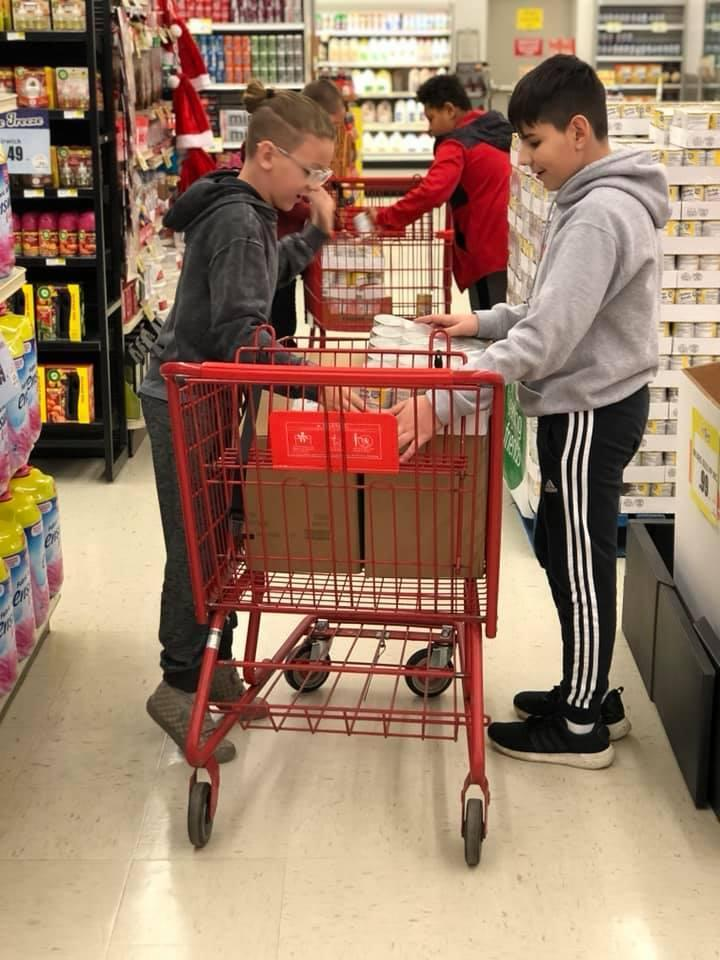 Students shop for Race Against Hunger
