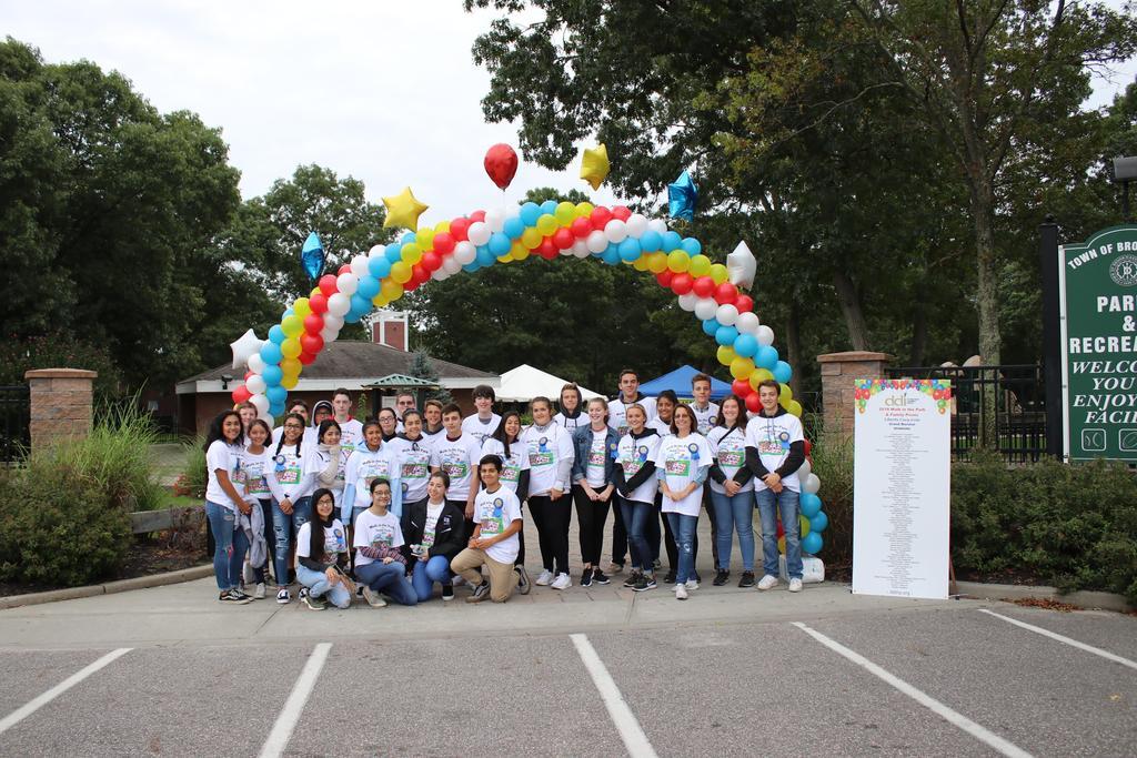 DDI Walk Key Club volunteers
