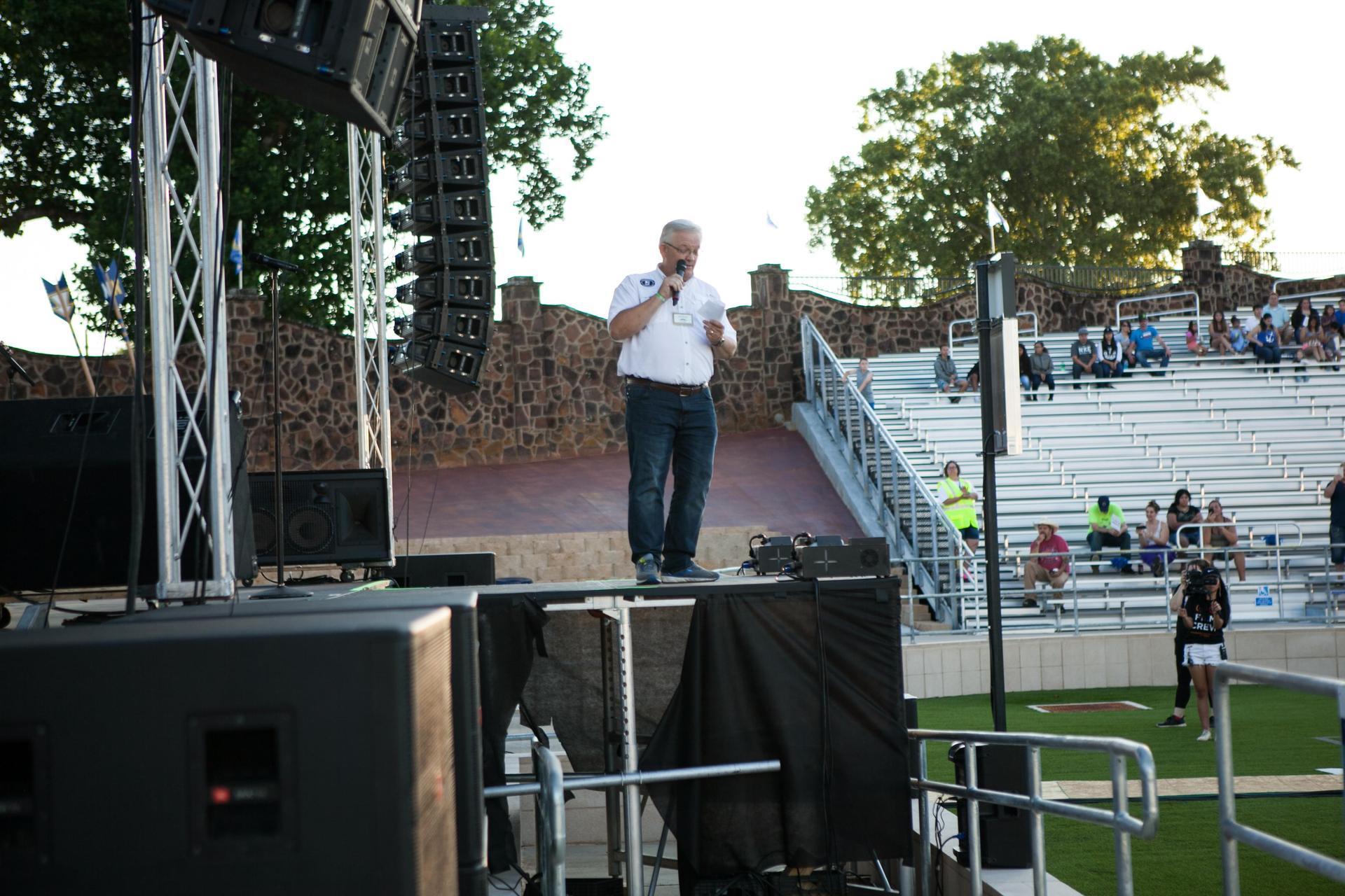 Mayor Randy Gorham introducing Neal