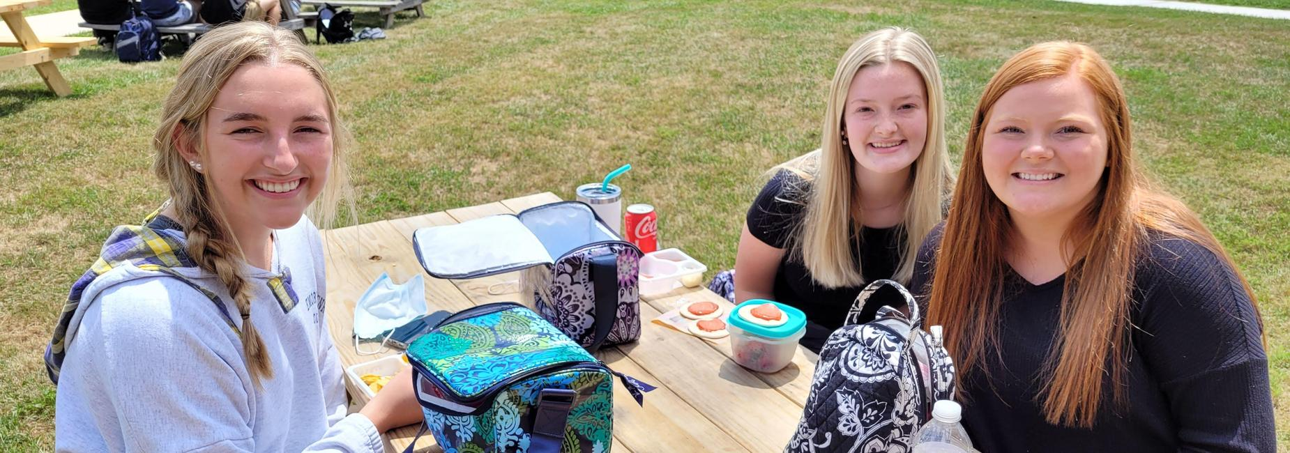 Chilhowie HS students eating lunch outside.