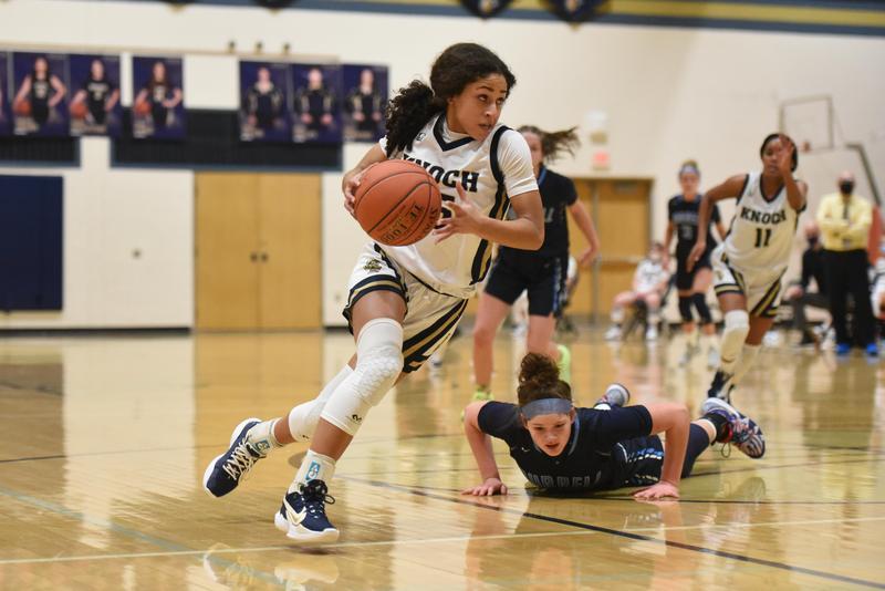 pic of girl playing basketball