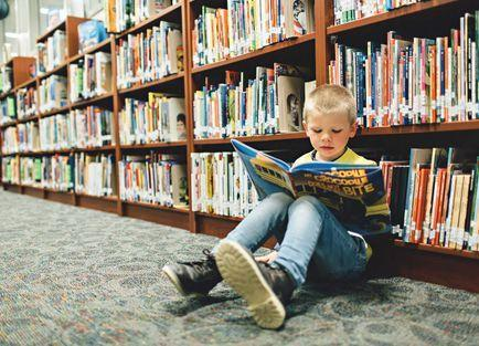 kid in library