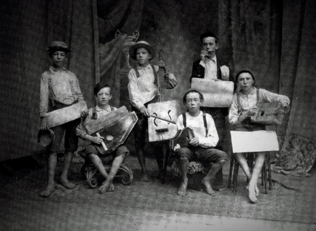 The Razzy Dazzy Spasm Band
