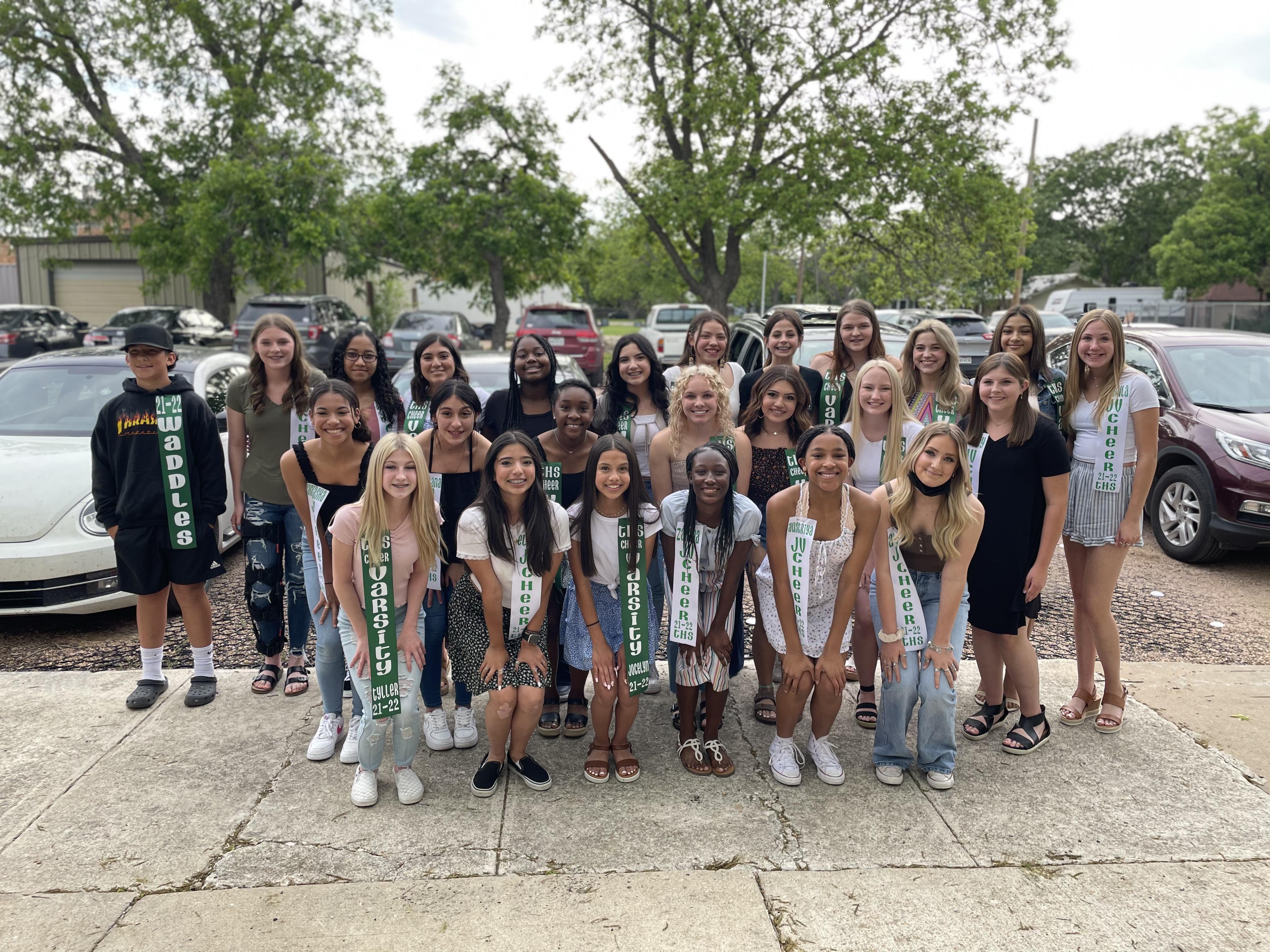 2021-2022 Cheerleaders & Waddles