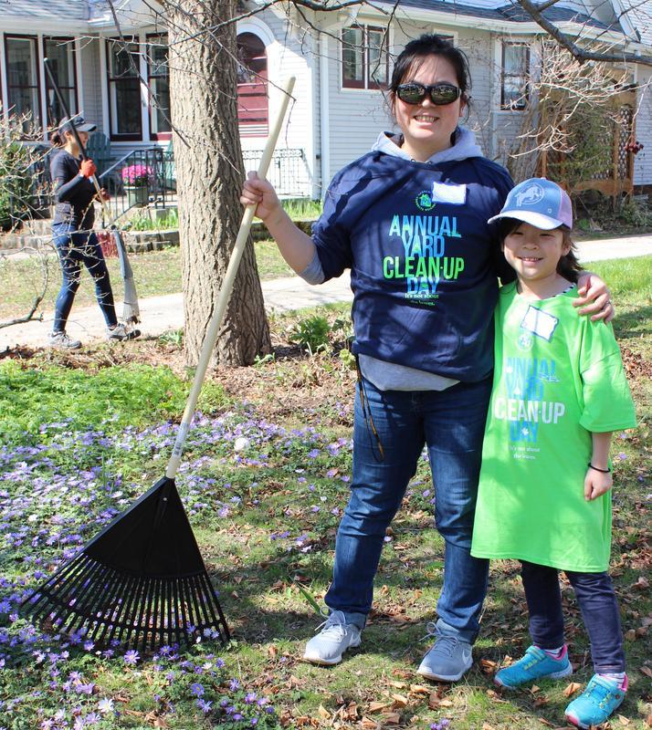 yard clean up helpers