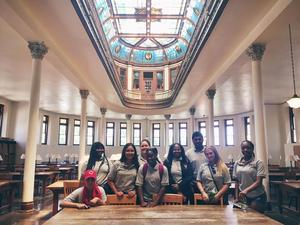 students visiting Ohio State Capital Building