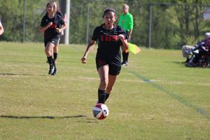 Dani Urgiles dribbles the ball down the field.