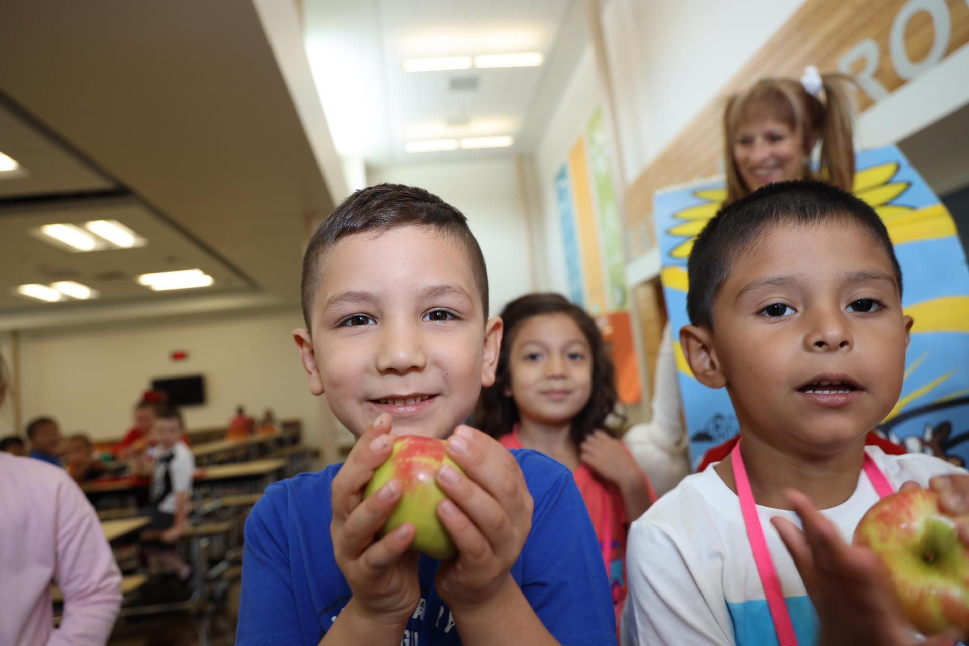 San Jacinto Elementary students celebrating Farm Fresh Fridays!