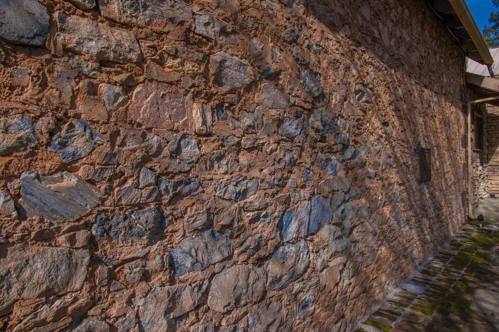 Picture of a rock wall