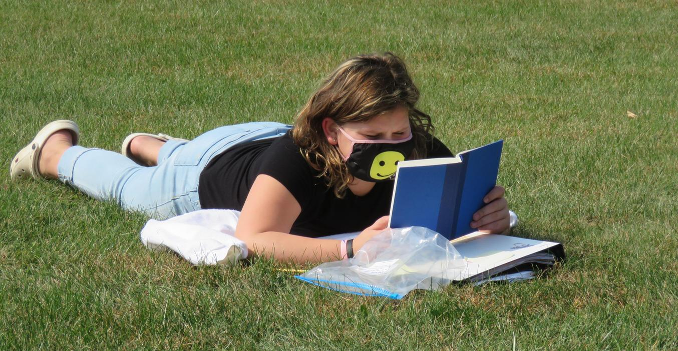 TKMS book club members enjoy some sunshine and reading.