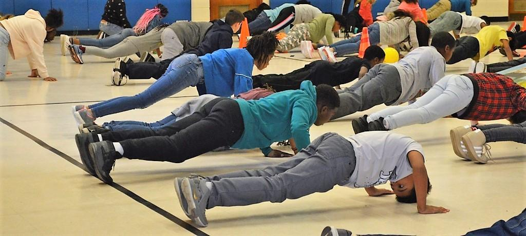 push ups in gym