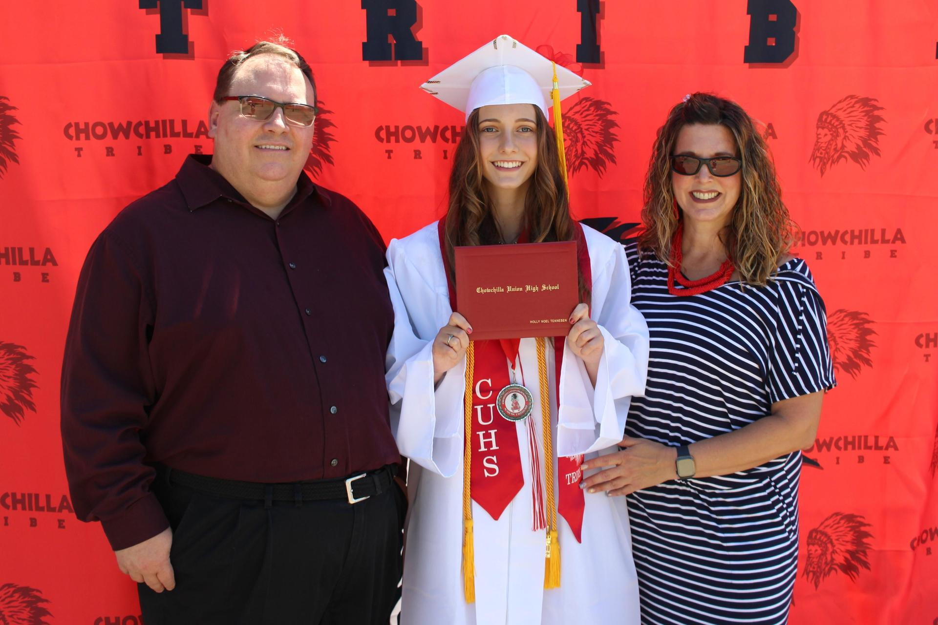 Holly Tennesen and family