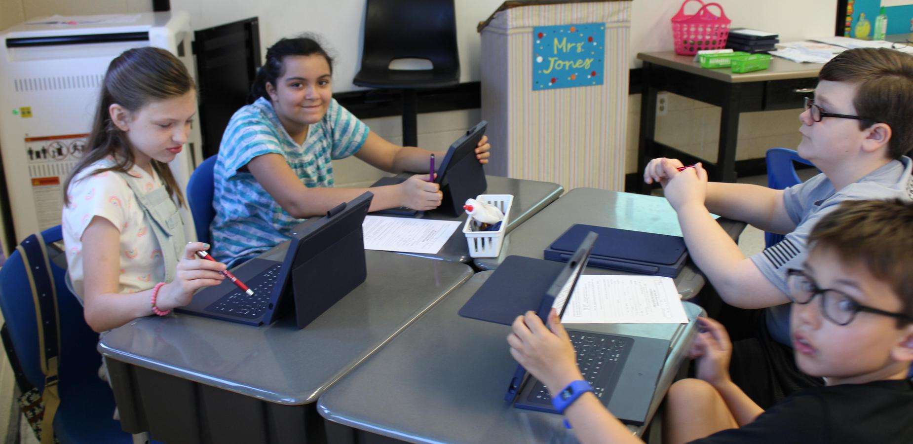 5th Graders Using iPads