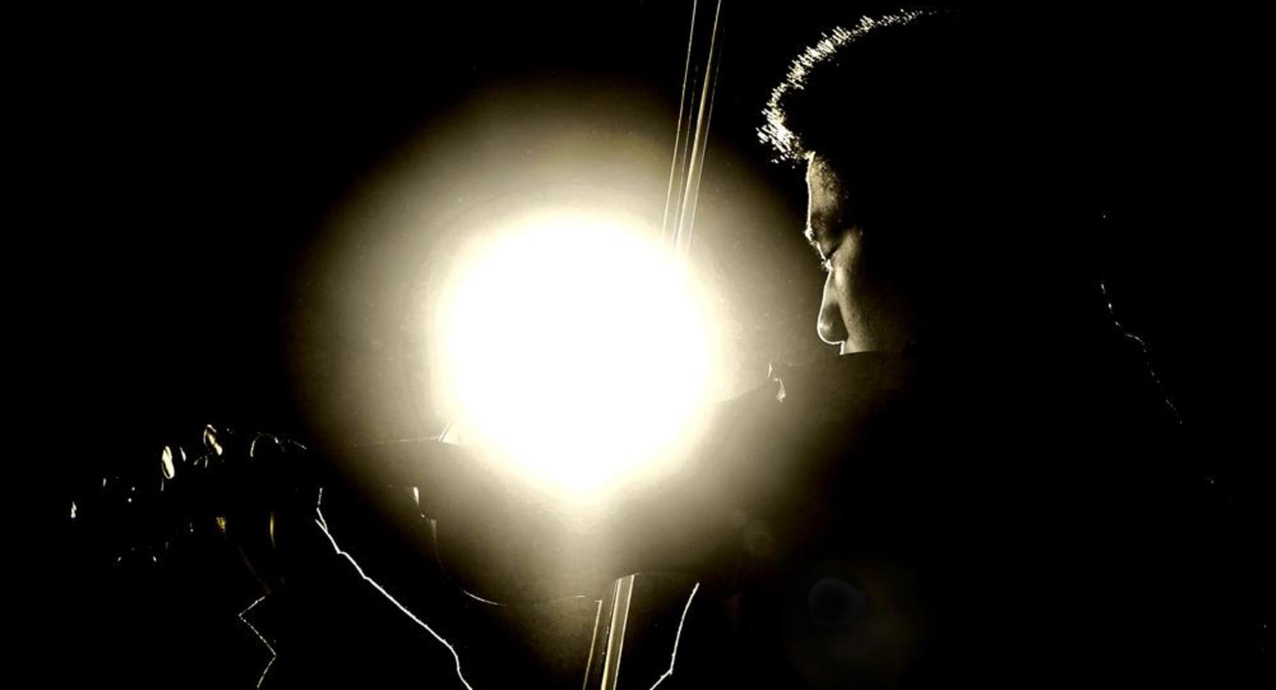 student playhing violin
