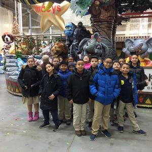 4th grade class in front of several parade floats