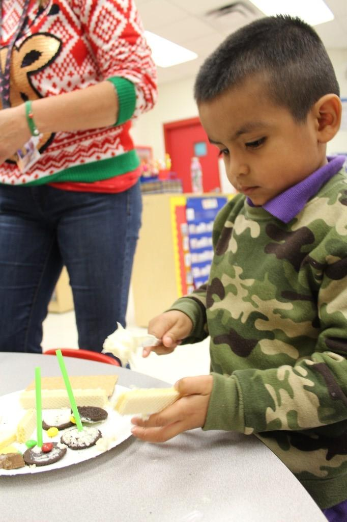 Pre-K Rover Experience with food