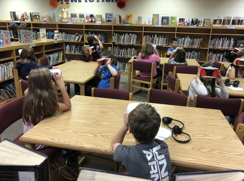 4th grade students using VR Kits
