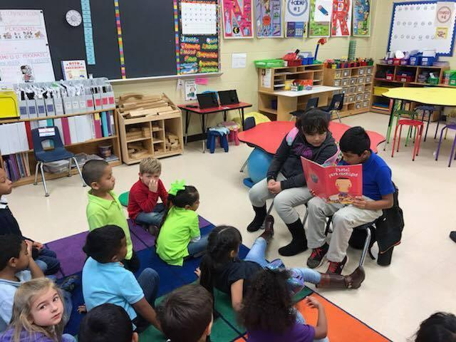 4th grade students reading to KG students