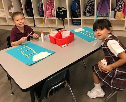 kindergarten students making a ladder to heaven