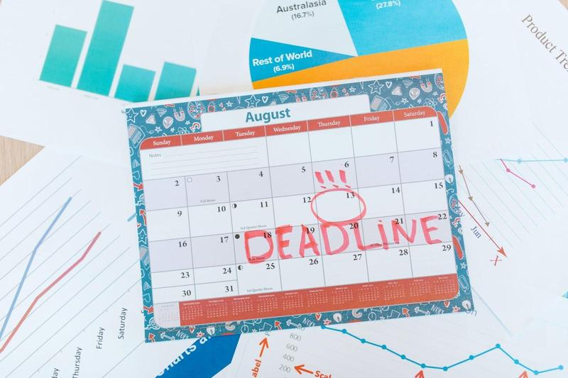 Graphic of calendar with the word deadline circled.