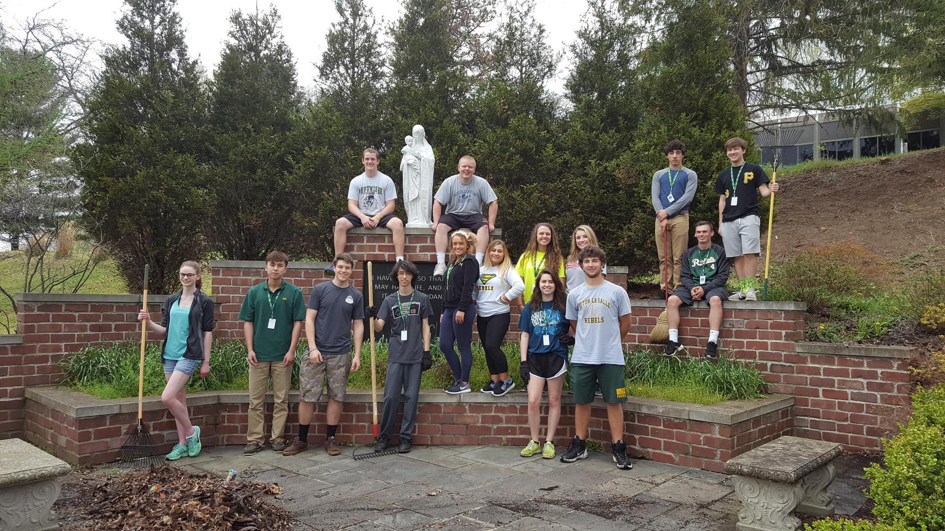 Environmental Club cleans up campus