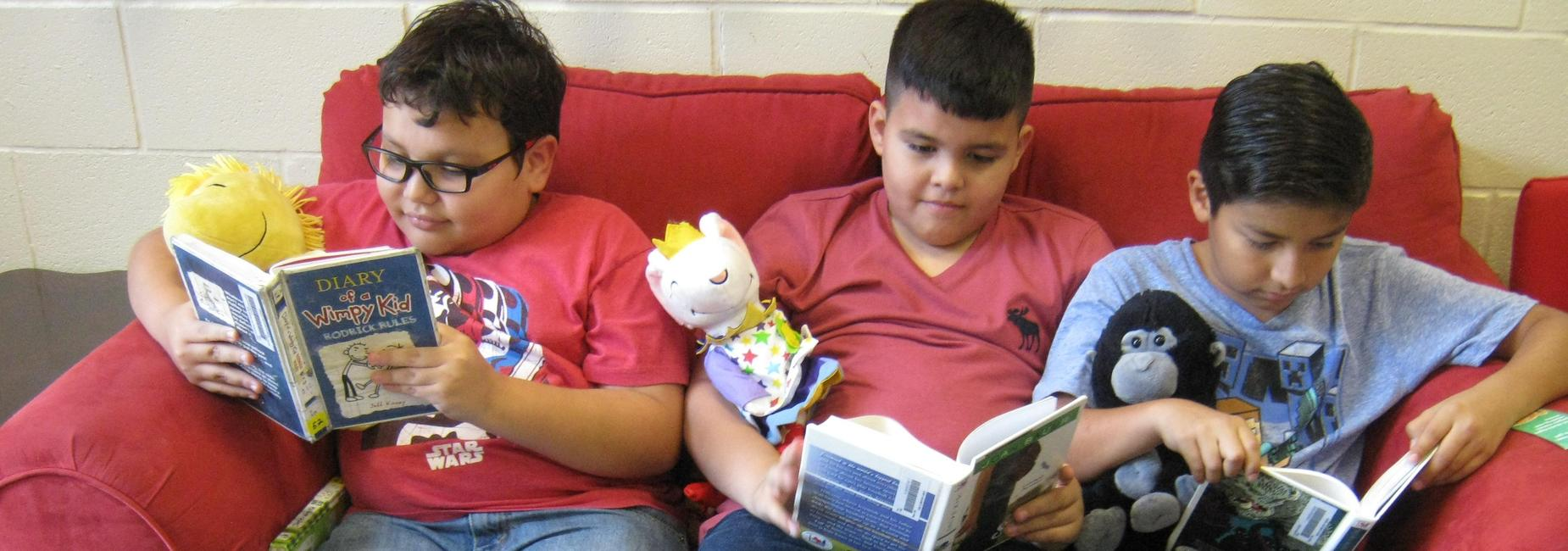 Students reading on the sofa.