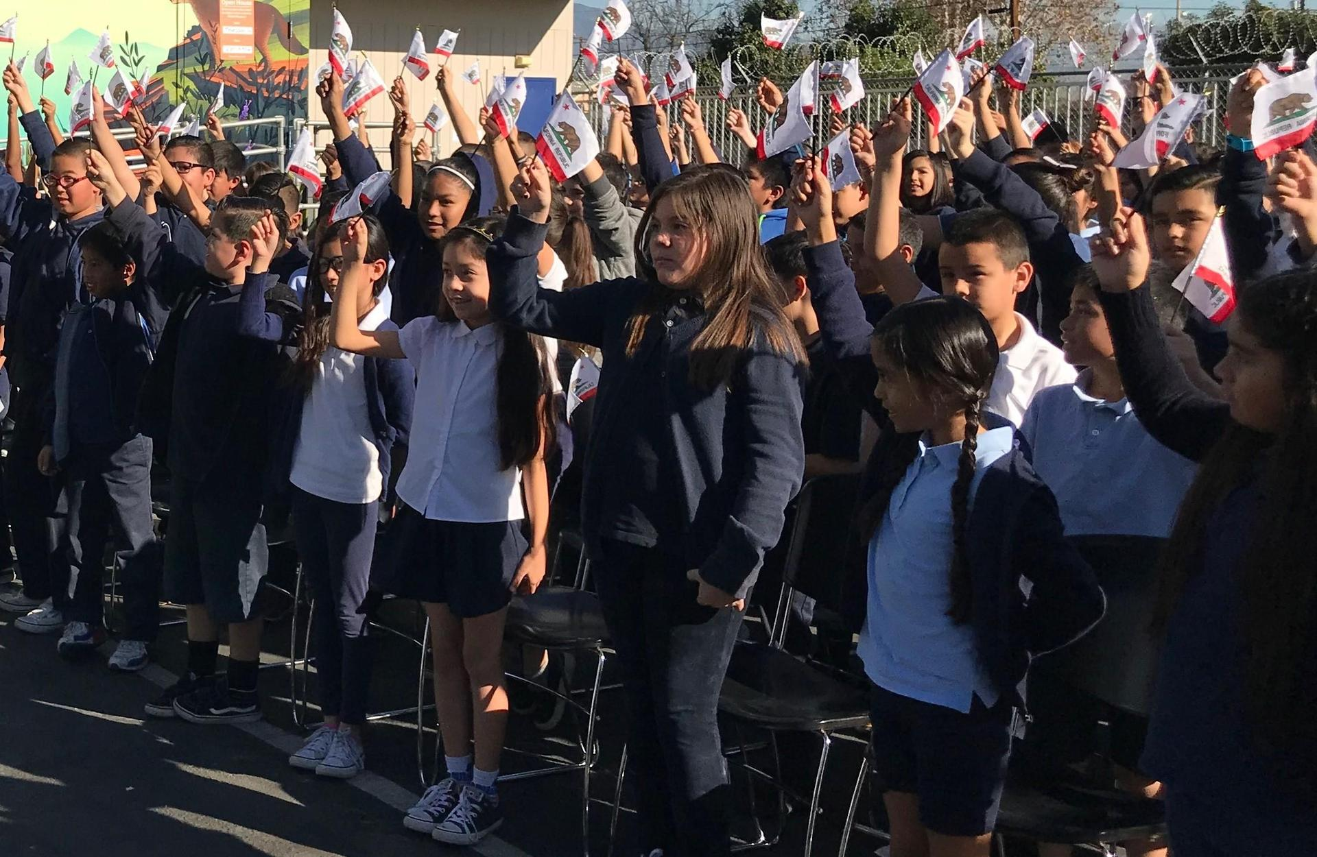 4th graders celebrate California flag