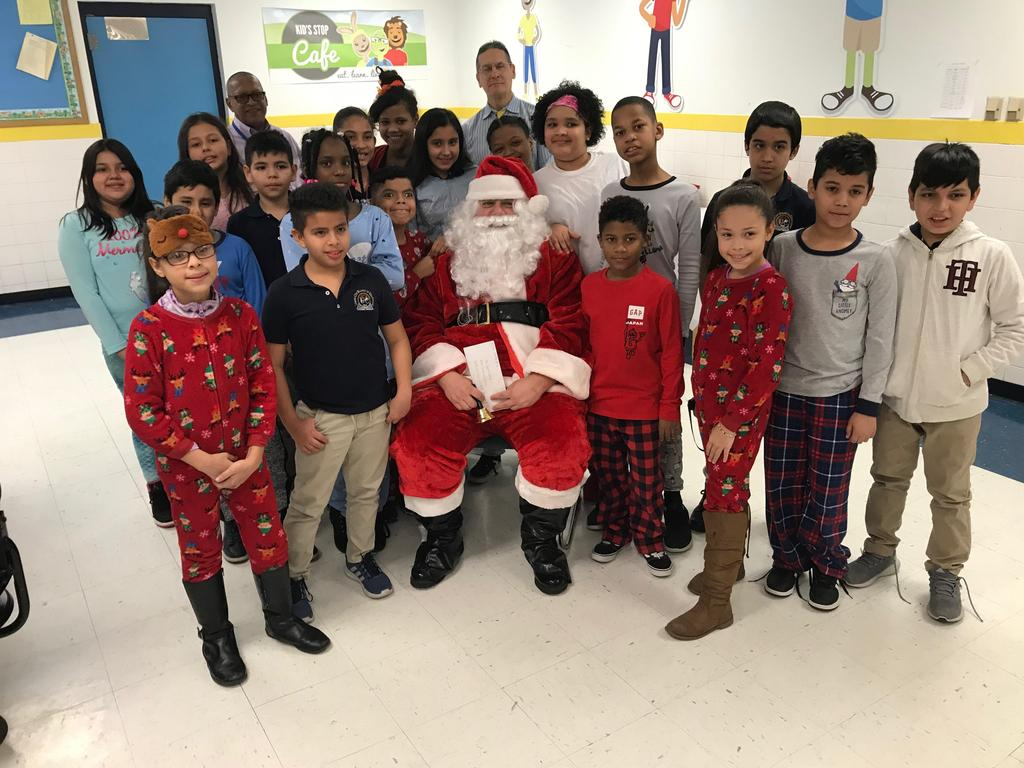 another 4th grade class with santa