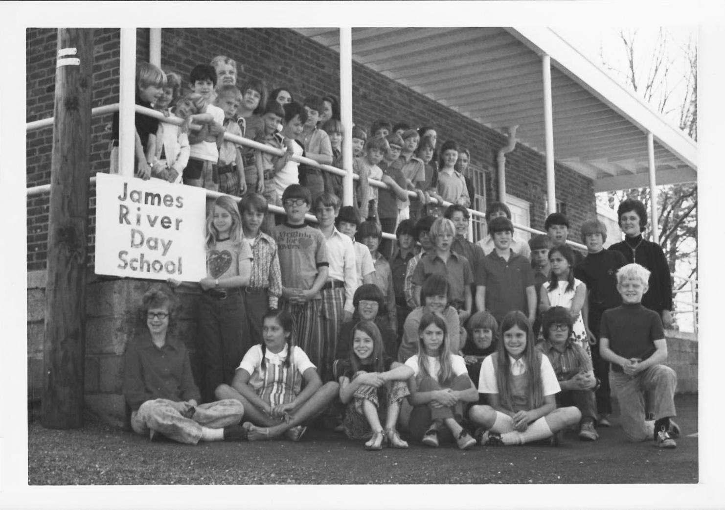 photo of James River's student body in 1971