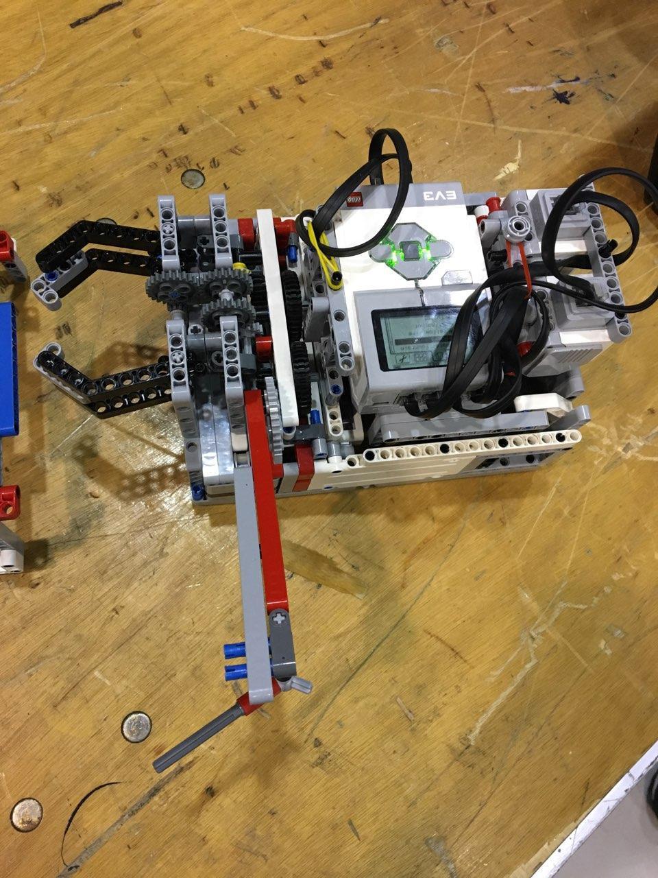 STEM Engineering - Photo - Lego Mindstorms