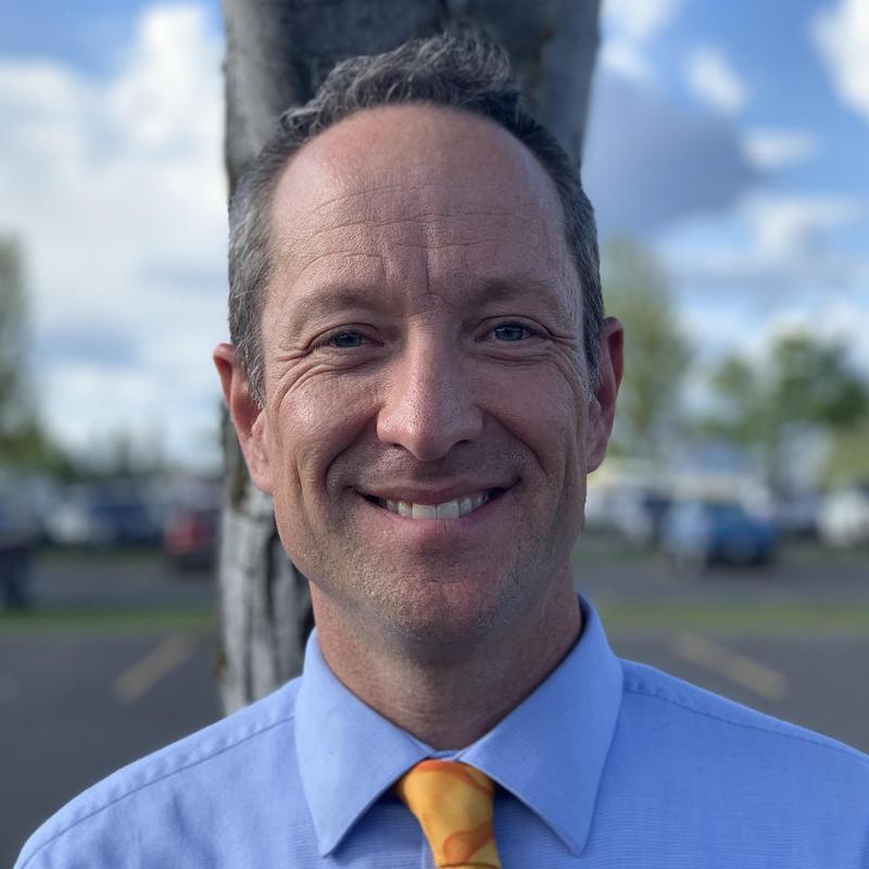Photo headshot of Principal Erik Olson