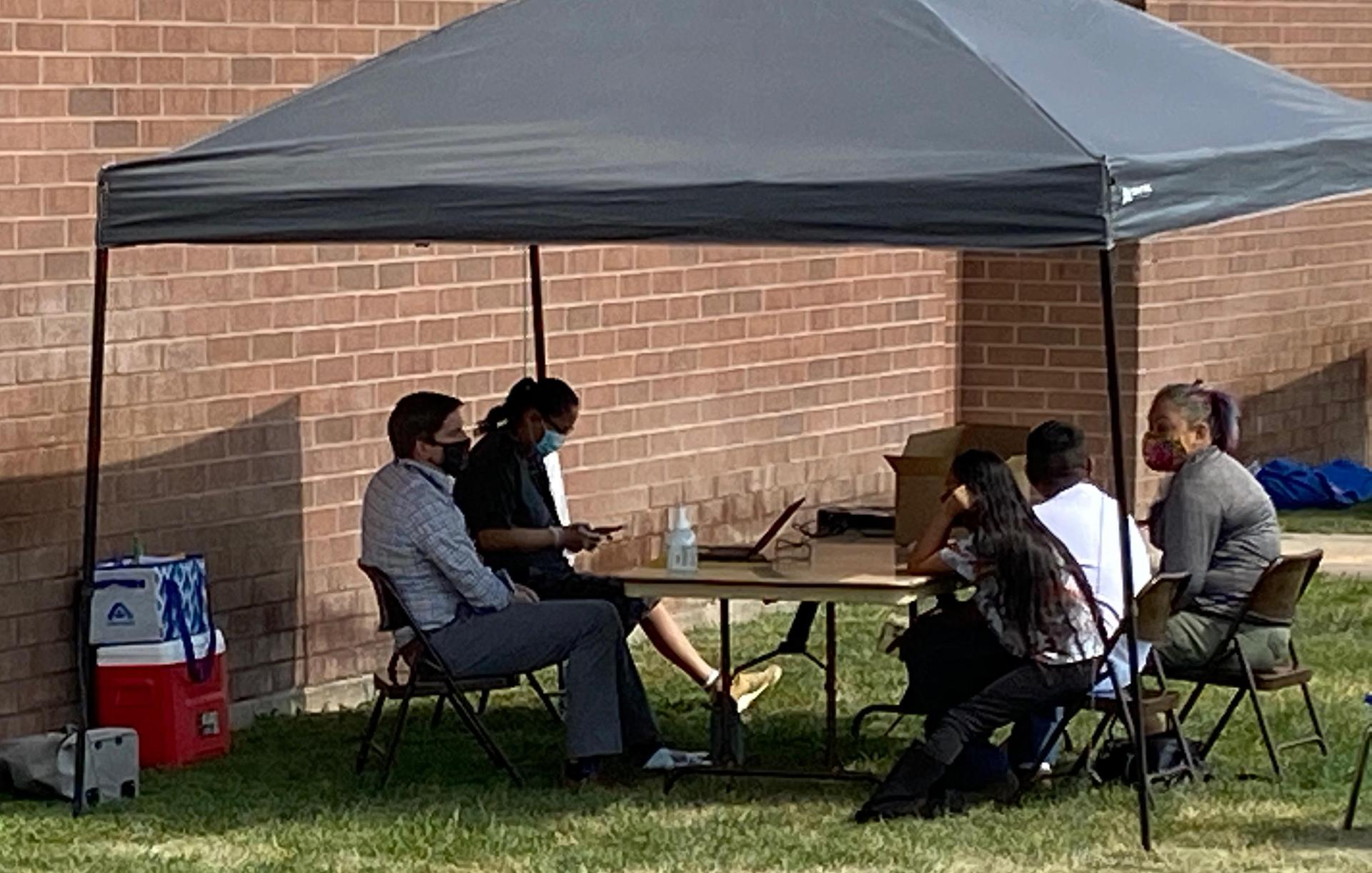 Advisor meeting with family at Parking Lot Set-Up Days