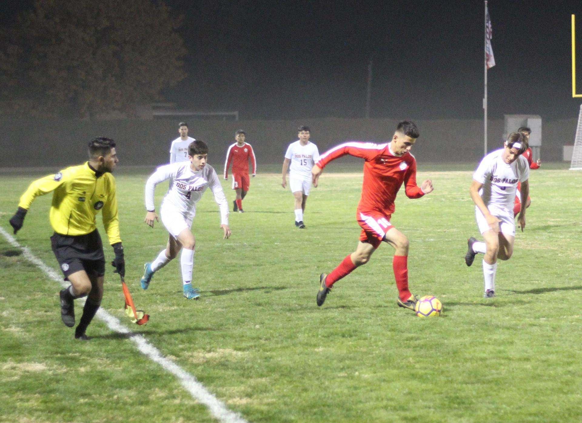 Christian Fernandez running with the ball