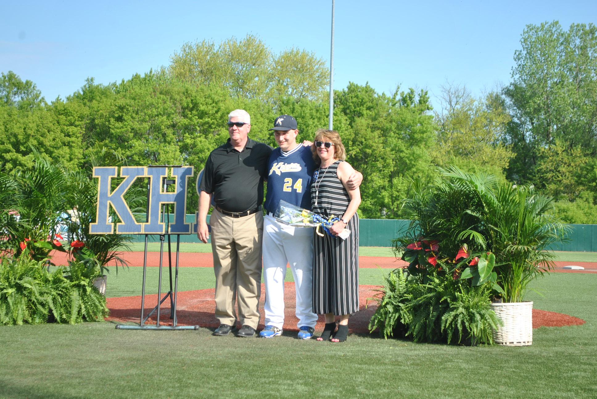 Pic of Travis Mowery and parents