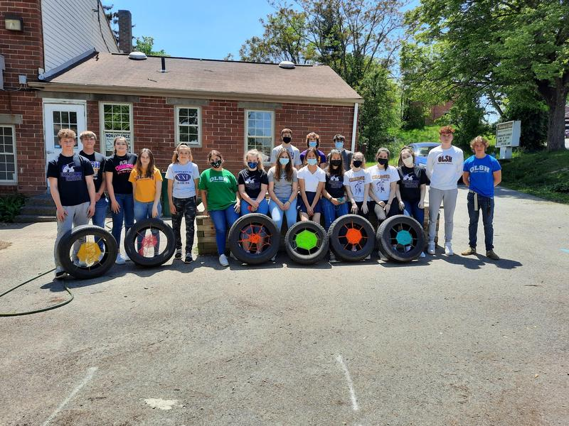 photo of OLSH students volunteering at Mooncrest