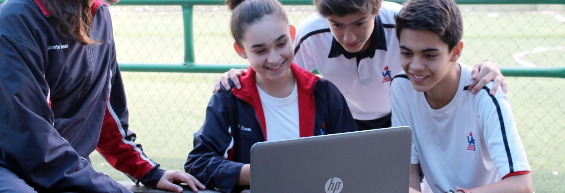 niños en la computadora