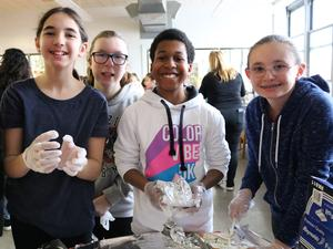 Photo of Edison students packing lunches during Community Service Week.