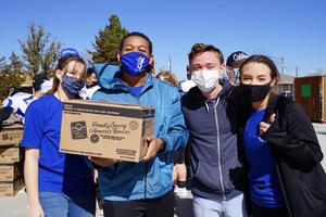 Student Advisory Board hands out food
