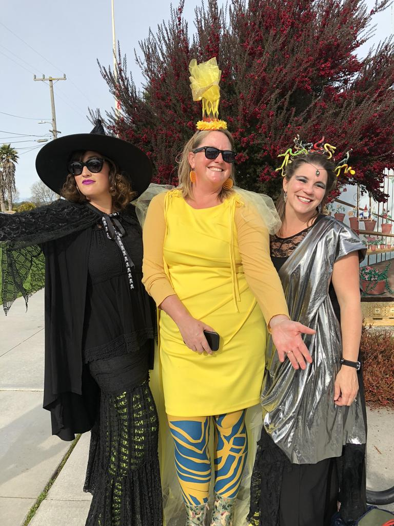 3 parents dressed as a witch, ray of sunshine and Medusa
