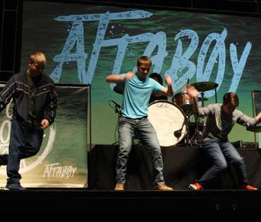 student dance off at attaboy concert
