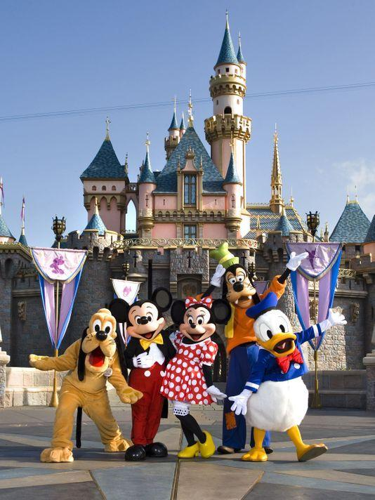 Parras Middle School 8th Grade Disneyland Event Featured Photo