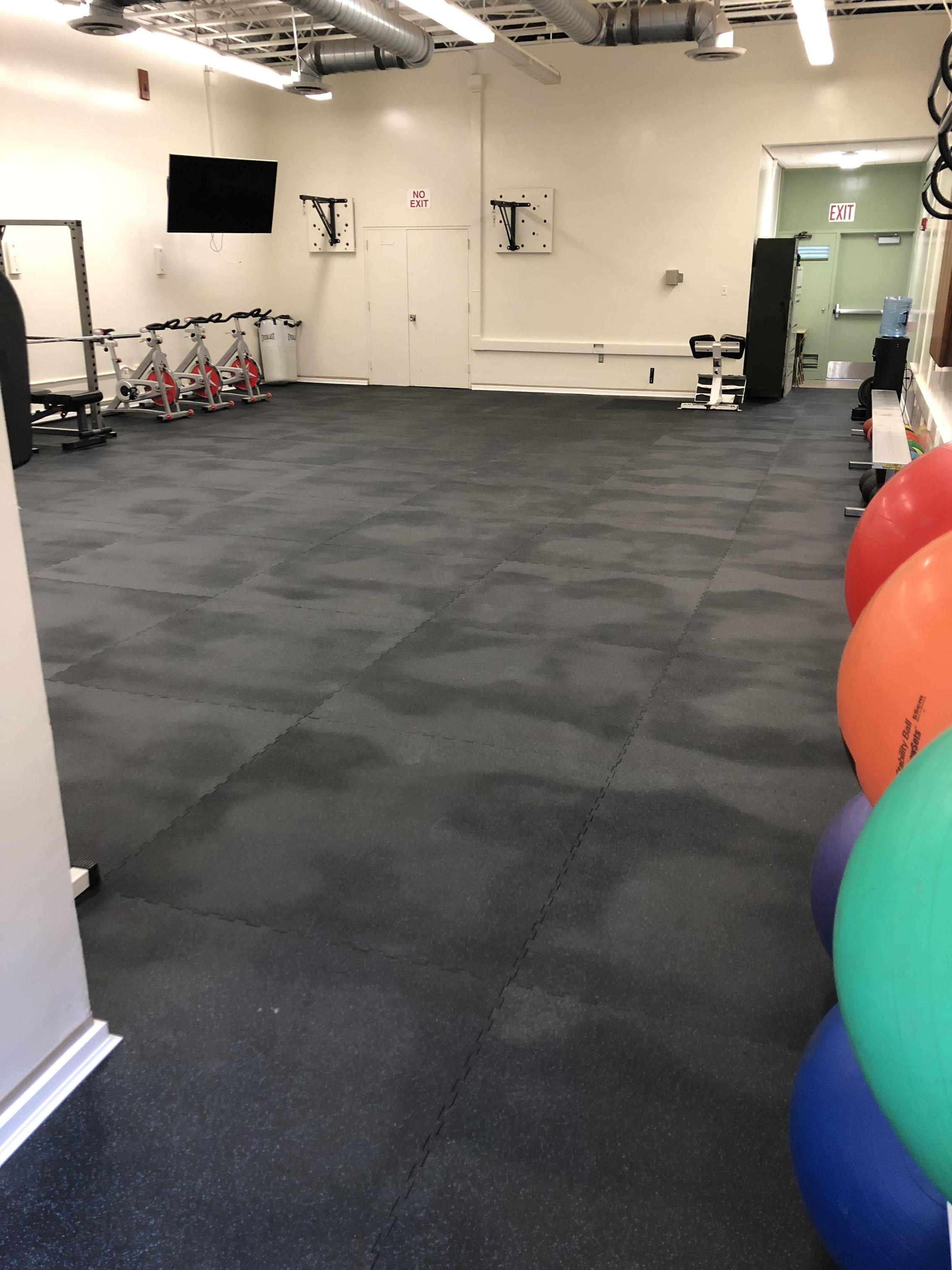 The new rubber floor is installed in Parks Team room....time to lift some weights!
