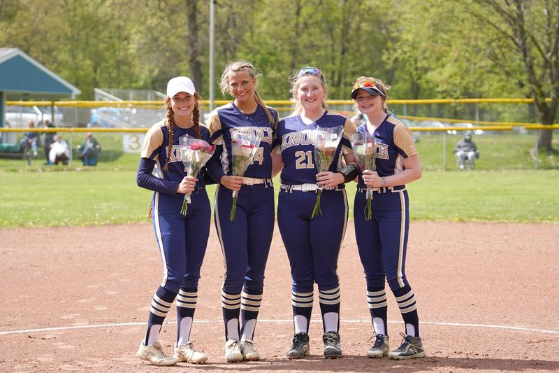 pic of softball players on field