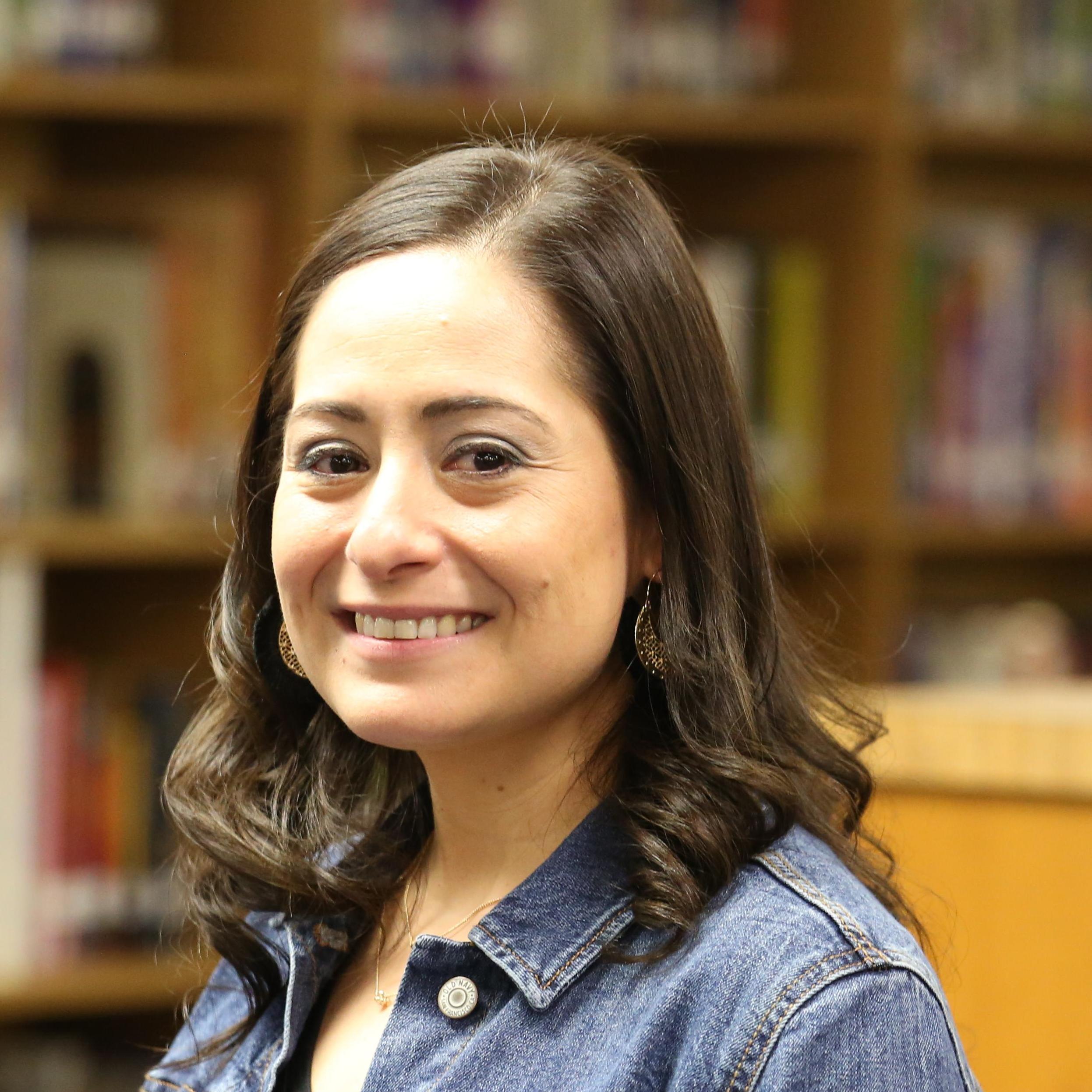 Lori Luna-Alvarado's Profile Photo