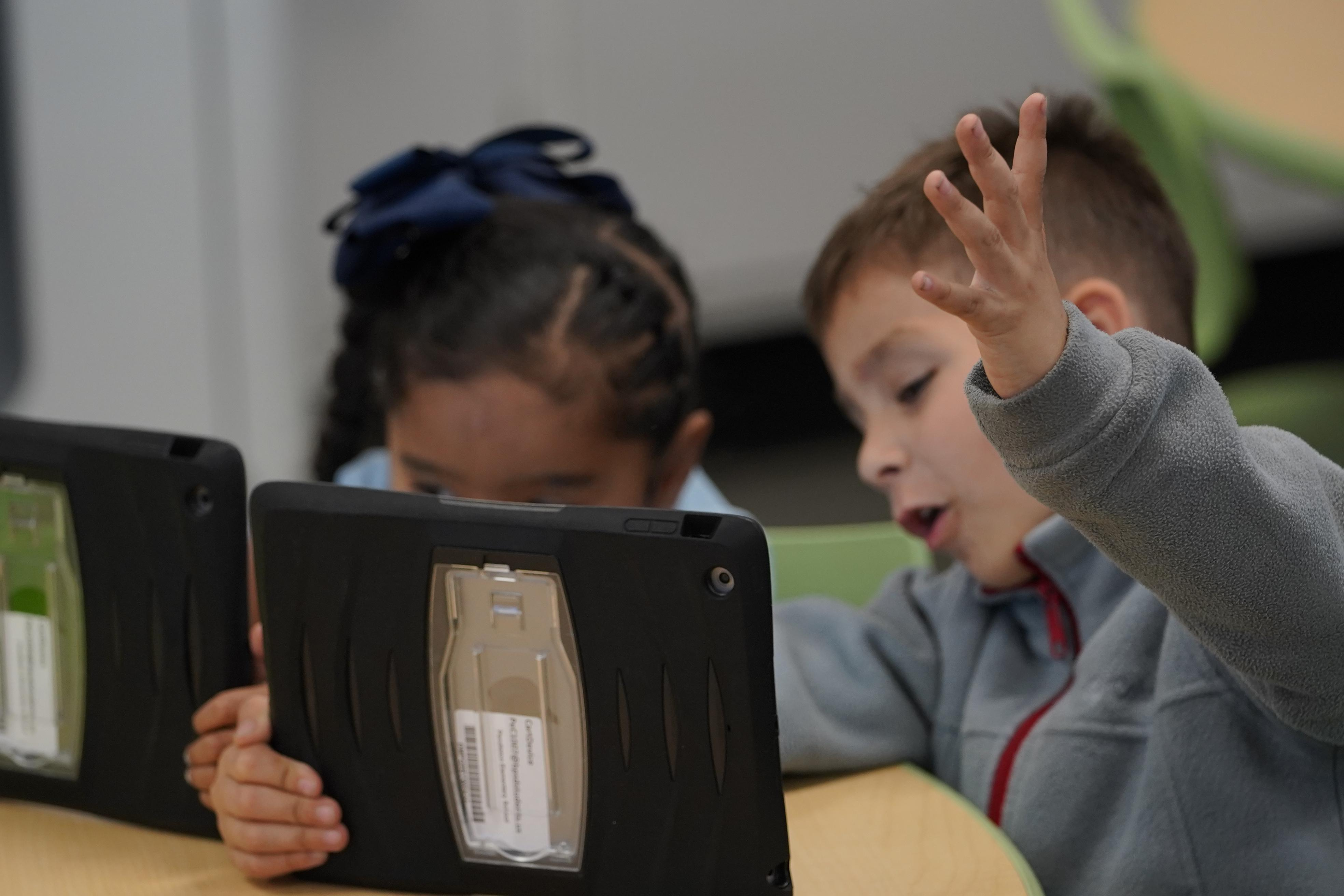 Students learning in iPads