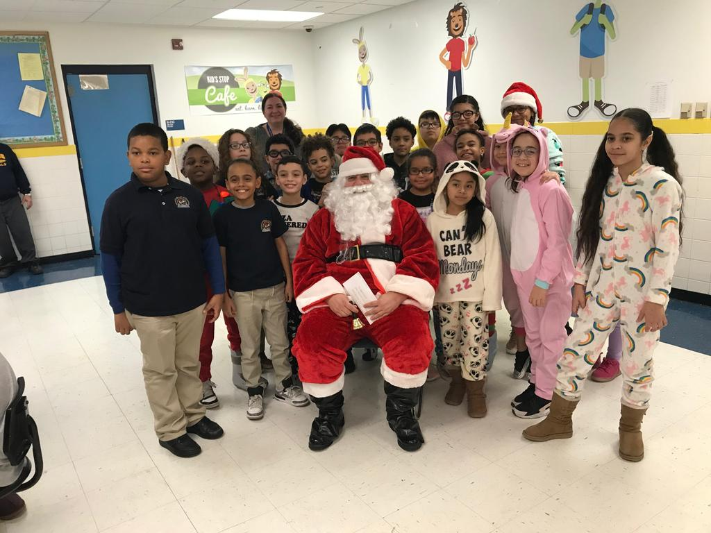 5th grade class with santa
