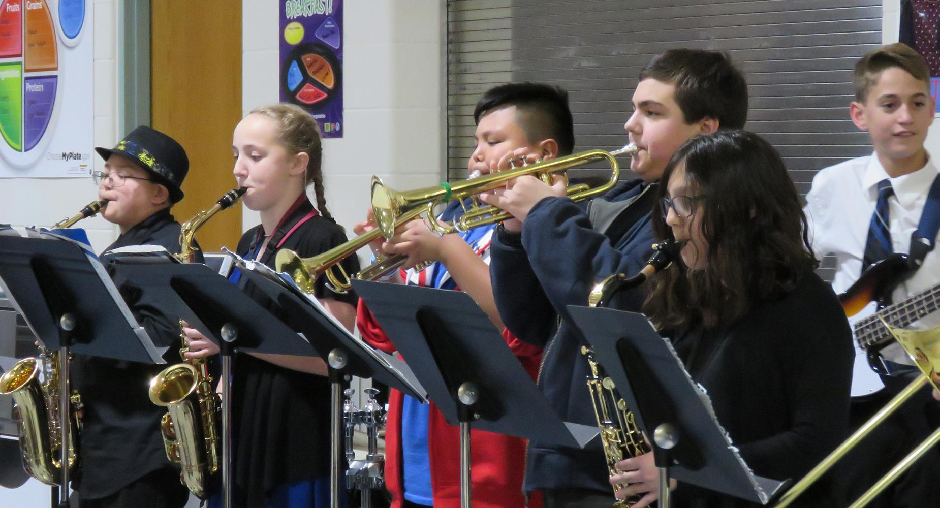 LSMS jazz ensemble performs