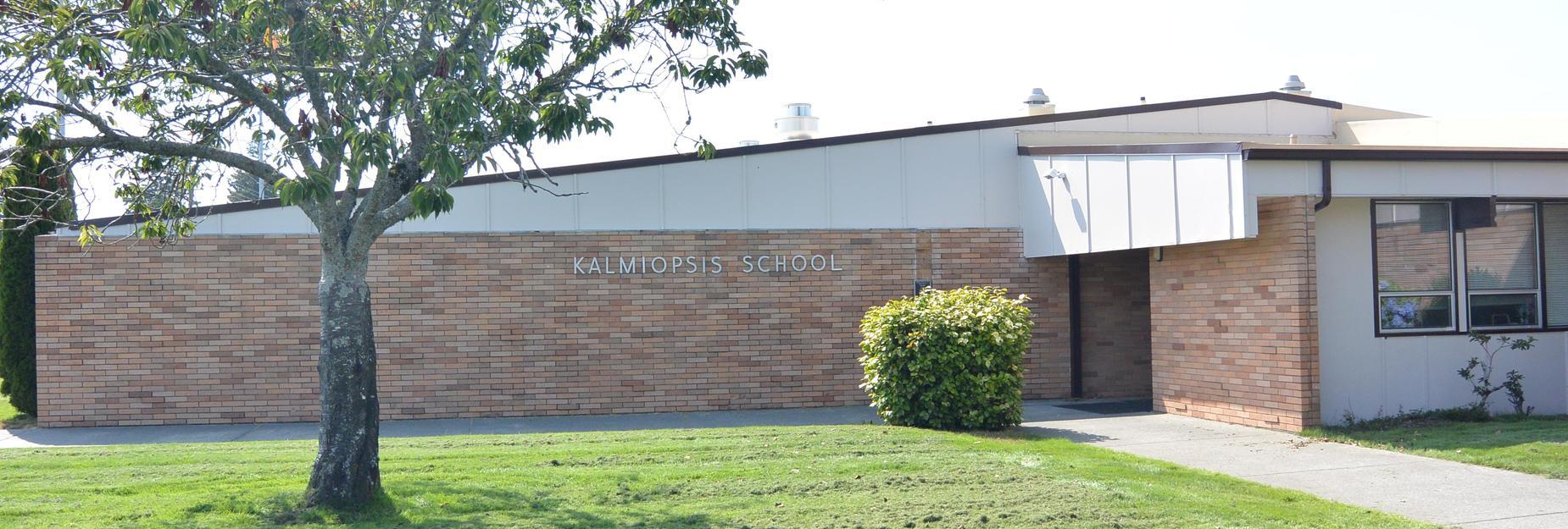 Photo of front of Kalmiopsis Elementary